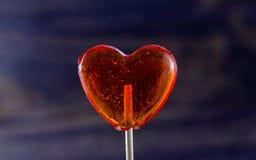 Lutscher in Form des Herzens stockbild