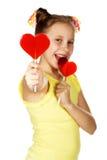 Lutscher in Form des Herzmodelächelns Stockbilder