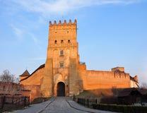 Lutsk, Ucrânia - 10 de março de 2015: A vista do castelo do Lubart, começou sua vida nos mediados do século XIV como o assento fo Imagem de Stock