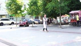 21-06-2018 - Lutsk, Ukraina: ruch drogowy ludzie na ulicie zbiory