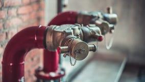 Lutte anti-incendie industrielle de bouche d'incendie de l'eau images libres de droits