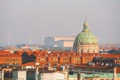 Luty 18, 2019 Dani Kopenhaga Panoramiczny odgórny widok centrum miasta od wysokiego punktu Round Rundetaarn wierza zdjęcie stock