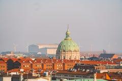 Luty 18, 2019 Dani Kopenhaga Panoramiczny odgórny widok centrum miasta od wysokiego punktu Round Rundetaarn wierza obraz royalty free