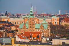 Luty 18, 2019 Dani Kopenhaga Panoramiczny odgórny widok centrum miasta od wysokiego punktu Round Rundetaarn wierza fotografia stock