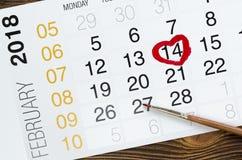 Luty 2018 kalendarz na drewnianym stole Zdjęcia Stock