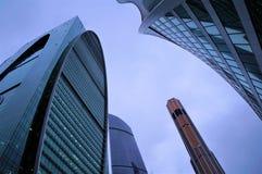 Luty 2019 Rosja moscow miasto dzień Kreml Moscow zewnętrznego szklani budynki centrum biznesu Zaokrąglone linie błękit zabarwiają zdjęcie stock