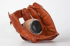 Luva de beisebol com bola Fotos de Stock Royalty Free