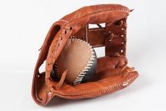 Luva de beisebol com bola Imagens de Stock