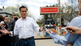 Luva Romney Talks Gas Prices Fotografia de Stock Royalty Free