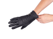 Luvas de couro pretas na mão da mulher Imagem de Stock