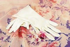 Luvas do branco do vintage Fotografia de Stock