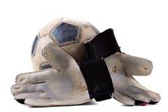 Luvas do jogo do sportswear e de futebol do goleiros da bola, velhas imagens de stock royalty free