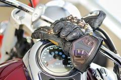 Luvas do motociclista Imagens de Stock