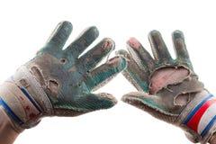 Luvas e mãos rasgadas velhas do goleiros do futebol Imagens de Stock