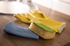 Luvas para pratos de lavagem Fotos de Stock Royalty Free