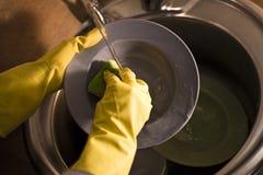 Luvas para pratos de lavagem Fotografia de Stock Royalty Free