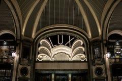 Lux Cinema dans le style d'art déco, centre commercial à extrémité élevé, puits San Federico à Turin, Italie images libres de droits