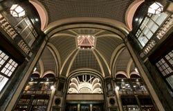 Lux Cinema in de art decostijl, high-end winkelcomplex, Galleria San Federico in Turijn, Italië royalty-vrije stock foto