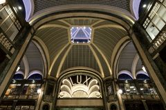Lux Cinema en el estilo del art déco, centro comercial de gama alta, Galleria San Federico en Turín, Italia fotografía de archivo