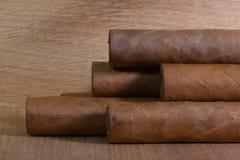 Luxe Cubaanse sigaren op het houten bureau Royalty-vrije Stock Foto