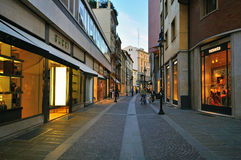 Luxe het winkelen straat in Padua, Italië Stock Foto's