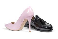 Luxe man schoen en de hielschoen van roze vrouwen Royalty-vrije Stock Foto