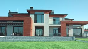 Luxe moderne villa met tuin Priv? moderne huismening stock footage