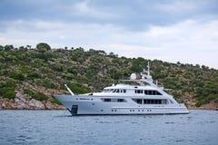 Luxe motor-jacht stock foto