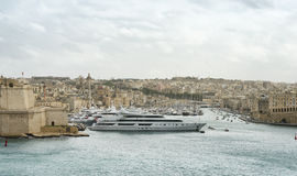 Luxe super die jachten in Manoel Island worden vastgelegd stock foto
