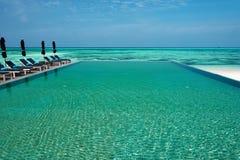 Luxe tropisch zwembad Stock Foto