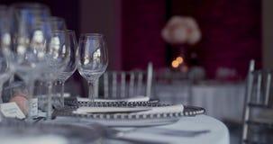 Luxe verfraaide lijst voor huwelijksdiner stock footage