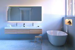 Luxebadkamers met venster en marmeren vloer 3d geef terug stock afbeelding