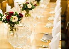 Luxeeettafel voor grote groep gasten Royalty-vrije Stock Foto