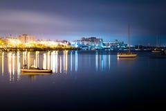 Luxejacht in de haven bij nacht Royalty-vrije Stock Afbeeldingen