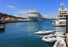 Luxejacht en Cruiseschip Stock Fotografie