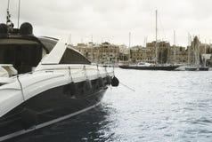 Luxejacht in Manoel Island wordt vastgelegd dat stock fotografie
