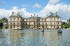 Luxembourg arbeta i trädgården (Jardin du Luxembourg) i Paris, Frankrike Royaltyfri Bild