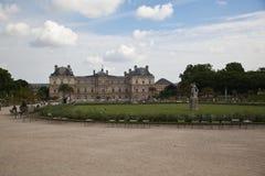 Luxembourg arbeta i trädgården (Jardin du Luxembourg) i Paris, Frankrike royaltyfria bilder