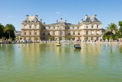 Luxembourg Palace and octagonal basin. Royalty Free Stock Photos