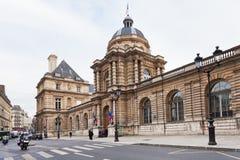 Luxembourg slott från rue de vaugirard i Paris Arkivfoton