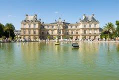 Luxemburg-Palast und achteckiges Bassin. Lizenzfreie Stockfotos