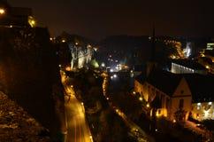 Luxemburg-Stadtansicht bis zum Nacht stockfotos