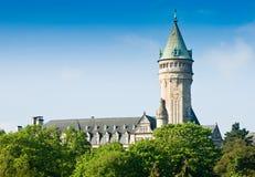 Luxemburgo avista - la torre del castillo con el reloj Fotografía de archivo libre de regalías