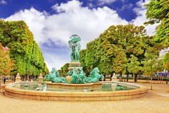 Luxemburgo cultiva un huerto en París, Fontaine de l'Observatoir.Paris Fotografía de archivo