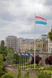Luxemburgo señala por medio de una bandera Imagen de archivo