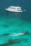 Luxery-Kreuzfahrt auf klarem Wasser in Similan-Insel Lizenzfreies Stockbild