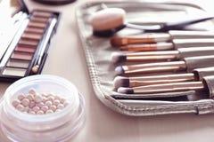 Luxeschoonheidsmiddelen en schoonheidstoebehoren stock afbeeldingen
