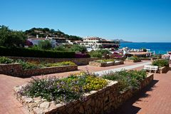 Luxewoonplaatsen met tuinenhoogtepunt van bloemen Royalty-vrije Stock Fotografie