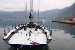 Luxezeilboot in haven Kotor Montenegro royalty-vrije stock afbeeldingen