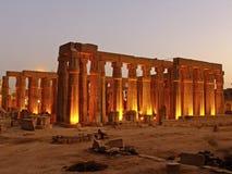 Luxor świątynia przy nocą, Egipt zdjęcia stock